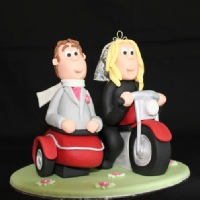 bride_and_groom_wedding_cake_topper